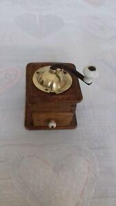 Ancien petit moulin  à poivre