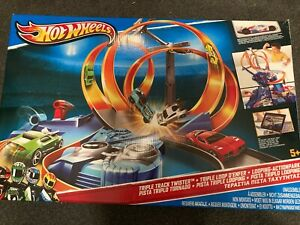 Hot Wheels Triple Track Twister Set With Battery Powered Launcher