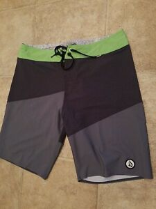VOLCOM STONE Board Shorts Mens Size 34 Cool 4 way Stretch Surf Trunks colorful