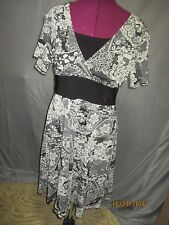 Clothing Co. by Notations sz XL black/cream lace print vneck knee length dress