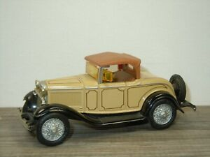 1932 Ford Roadster DeLuxe - ERTL 1:43 *52469