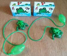 NEW! Lot of 2 Vintage Green Plastic Mom & Baby Jumping Frog Air Bulb Toys Taiwan