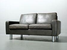 2-Sitzer-Sofa Cor Conseta in feinstem Leder, Farbe Schlamm Friedrich W. Möller