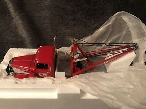 1st gear 1/34 Mack L model tow truck Ernest Holmes red