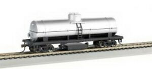 Bachmann 16304 HO Unlettered Track Cleaning Tank Car (Silver)