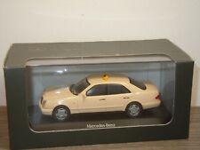 Mercedes E-Klasse Saloon Taxi - Herpa 1:43 in Box *37356