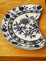 Wedgewood Vintage Onion Blue and White Kidney Shaped Plate. Mint Condition