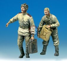 Mig Productions 1/35 Refueling Russian Tankers Wwii (2 Figures) 35-312