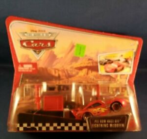 DISNEY PIXAR CARS * PIT ROW RACE-OFF LIGHTING MCQUEEN * LAUNCH & RACE !! AWESOME