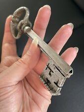 Clé Ancienne clef  Époque 1700 Panneton  fer forgé Tige Triangle Schlüssel 93 gr