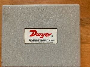 DWYER 2002C MAGNEHELIC DIFFERENTIAL PRESSURE GAUGE  0-2 IN OF WATER with CASE