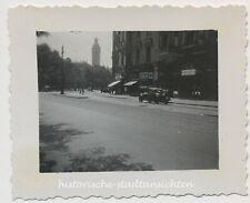 Leipzig - Autos Passanten Geschäfte NS-Symbolik - Kleines altes Foto 1936