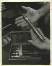 1981 Press Photo Finch's top-of-the-line cigars in fancy wooden box - hcx02389