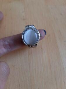 Ring Uhr, mit Deckel und Großen schmuckstein.