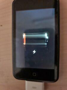 Apple iPod Touch 1st Generation - 8GB, black/silver case bundle