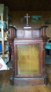 ancien meuble oratoire avec tiroirs secrets