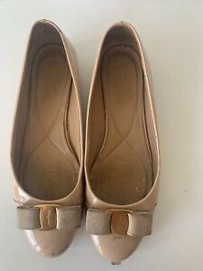 Salvatore Ferragamo Varina Bow Nude Patent Leather Flats Ballet Logo Shoes SZ39B