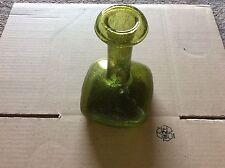 Ancien vase vert en verre soufflé