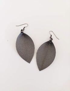 Titanium / Leather Leaf Earrings / Joanna Gaines Zia / Metallic / Medium