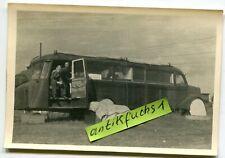 Foto: großer LW-Militär Bus / Omnibus als Schreibstube an der Front im 2.WK