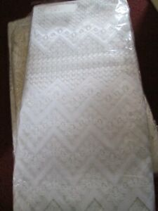 """WHITE LACE EFFECT ZIGZAG NET CURTAINS. 45"""" D BY 13 FT (4 METRES) SOLD AS ONE LOT"""