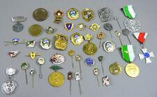 Konvolut von 43 verschiedenen Pins und Anstecknadeln