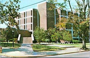 Delaware Postcard University of Delaware Smith Hall Newark Chrome 1970s AA