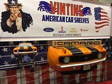 1969 Chevrolet Camaro SS Resin Wandregal, orange und ein passender Camaro Schlüssel Rack