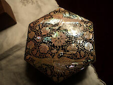 VINTAGE  CHINESE LACQUERED  HEXAGONAL  M O P BOX WITH BIRD PATTERNS