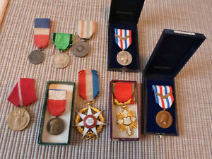 Lot 9 médailles principalement française (aeronautiques) dont 1 etrangere