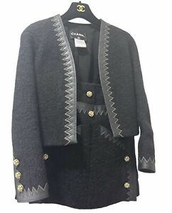 CHANEL Wool Jacket Skirt Leather Chevron Stitch Gold Embellished Buttons 34 RARE