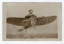 CARTE PHOTO ANCIENNE Studio Décor peint Avion Aviateur Postcard RPPC 1920 Volant