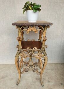 RARE HEYWOOD BROTHERS WICKER TABLE STAND PLANT STAND BEDSIDE