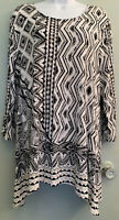 Chicos Zenergy Abstract White Black Tan Graphic Tunic Top Size 3 Asymetrical Hem