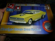 AMT 1967 DODGE CHARGER STREET MACHINE 1/25 MODEL CAR MOUNTAIN KIT 1/25 FS