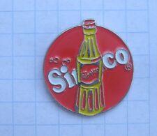 SINALCO / FLASCHE / RUND   ....................... Getränke-Pin (109e)