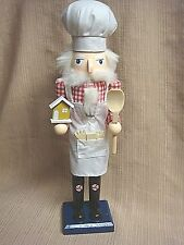 "NWT 15"" BAKER NUTCRACKER - Apron & Hat / Wooden Spoon / Gingerbread House"