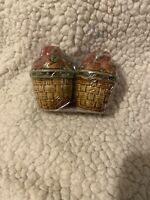"""(1)  Pair Apples IN The Baskets Salt And Pepper Shakers  4"""" x 3""""  Very Cute!"""
