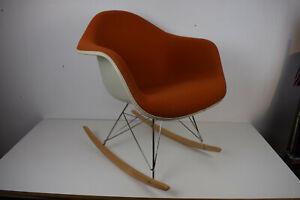 Eames Rocking Chair Fiberglas Schaukestuhl Polster orange Herman Miller/Vitra