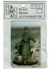 S.M.A SCALE MODEL ACCESSORIES SMA032 - GERMAN DRIVER IN COAT - 1/35 RESIN KIT