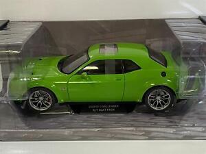 Dodge Challenger SRT Scat Pack Widebody Green 1:18 Solido 1805704