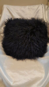 "Mina Victory Couture Fur Tibetan Sheepskin Pillow, Navy Blue 16""x16"""