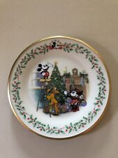 """Lenox Holiday Plate ~ Featuring Mickey & Co ~ """"Decorating The Tree�"""