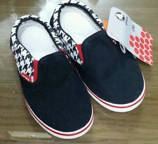 BNWT Crocks Hover sneak slip ons boys houndstooth black/red Size C10