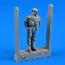 Soviet air force fighter pilot - winter suit 1/48 Aerobonus