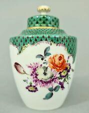 (M1389) Meissen Teedose, grünes Schuppen Dekor, Blumen und Insekten, 1850-1924