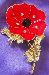 ANZAC DAY / REMEMBRANCE DAY  LEST WE FORGET  POPPY BROOCH RED FREE POST