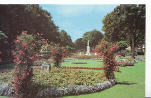 Bedfordshire Postcard - Embankment Gardens & War Memorial - Ref 1111A