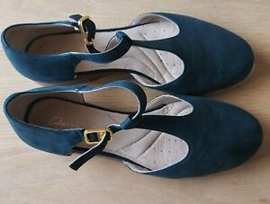 Clarks Flat Black Leather Shoes Size 4