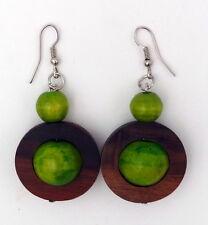 Boucles d'oreille ethniques en bois peint vert anis artisanat Indonésie Bali